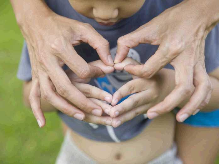 teach sign language to a child